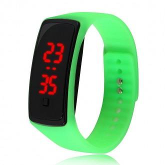 Hodinky - Sportovní digitální hodinky - zelené